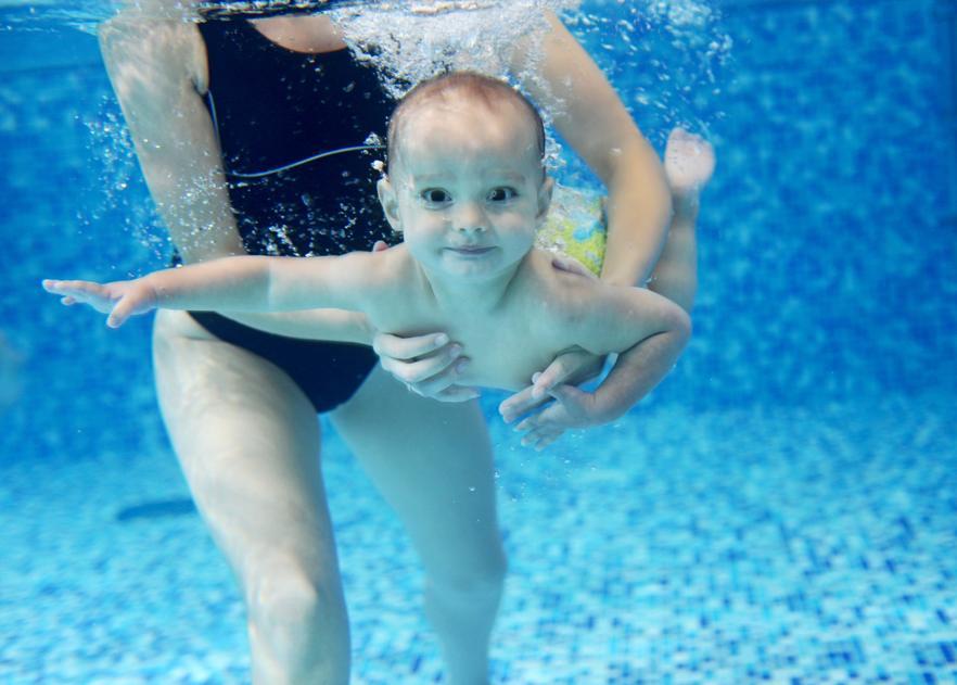 Pływanie niemowląt i inne aktywności w wodzie